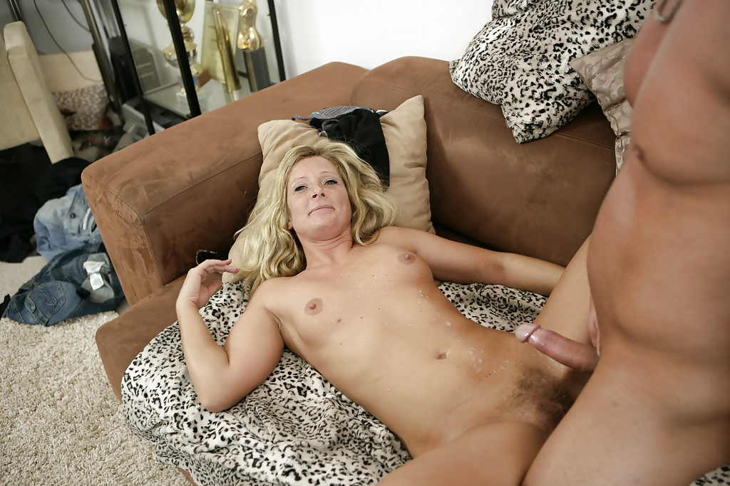 Cute European cougar Hanni sleeps with her hard and hungry partner
