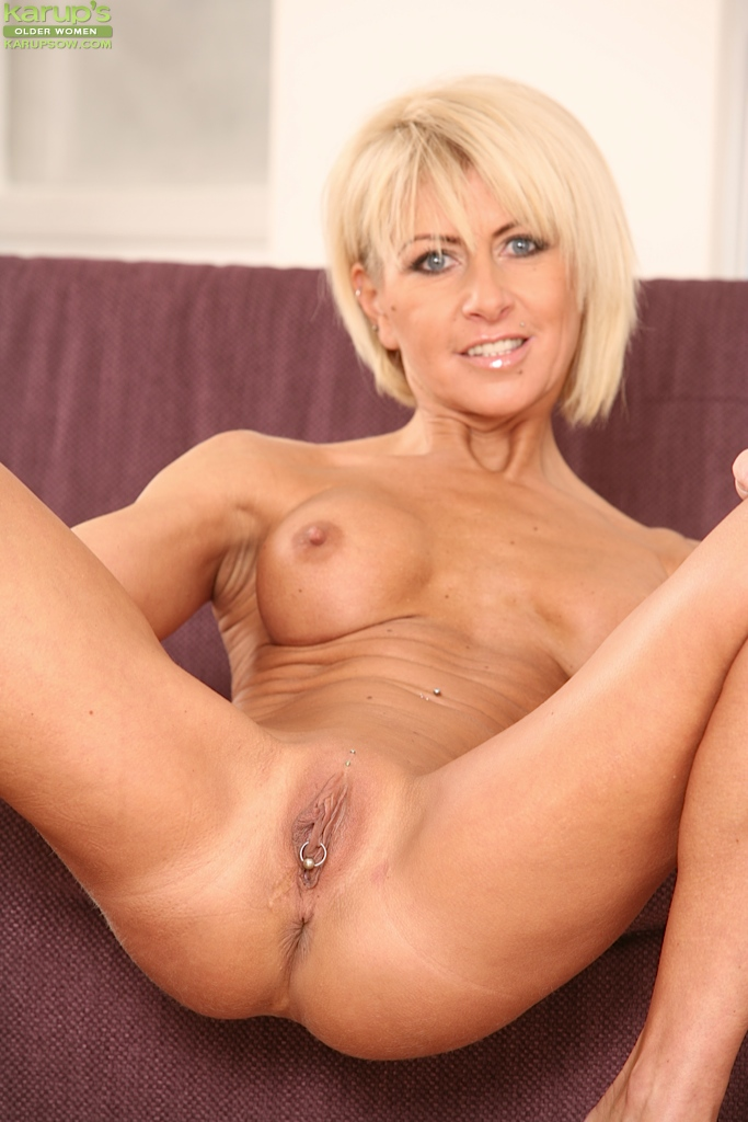 mature shaved blonde