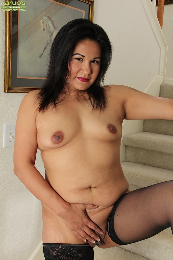 Asian statue plays with her pussy porn tube