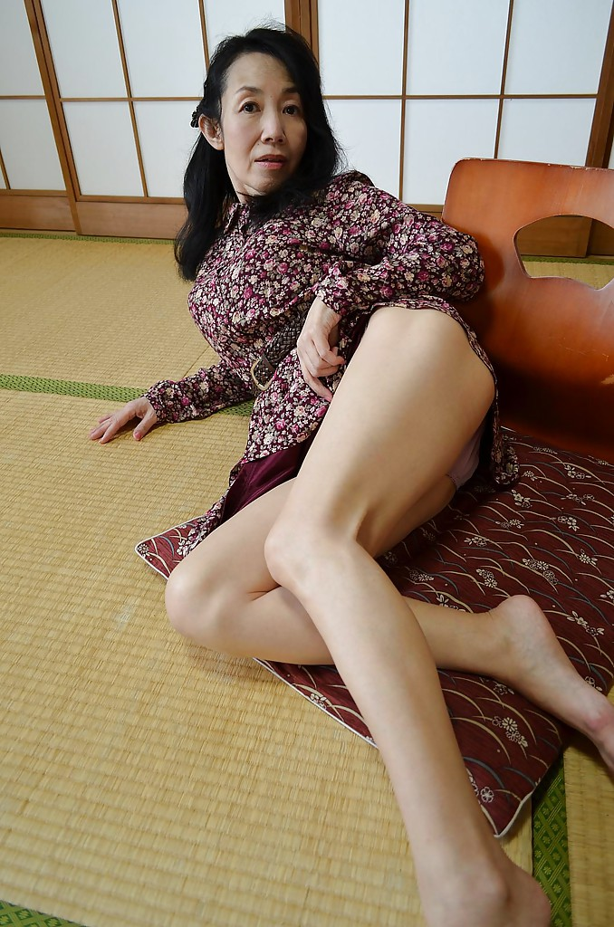 Ugl asian girls naked big tit pic 9
