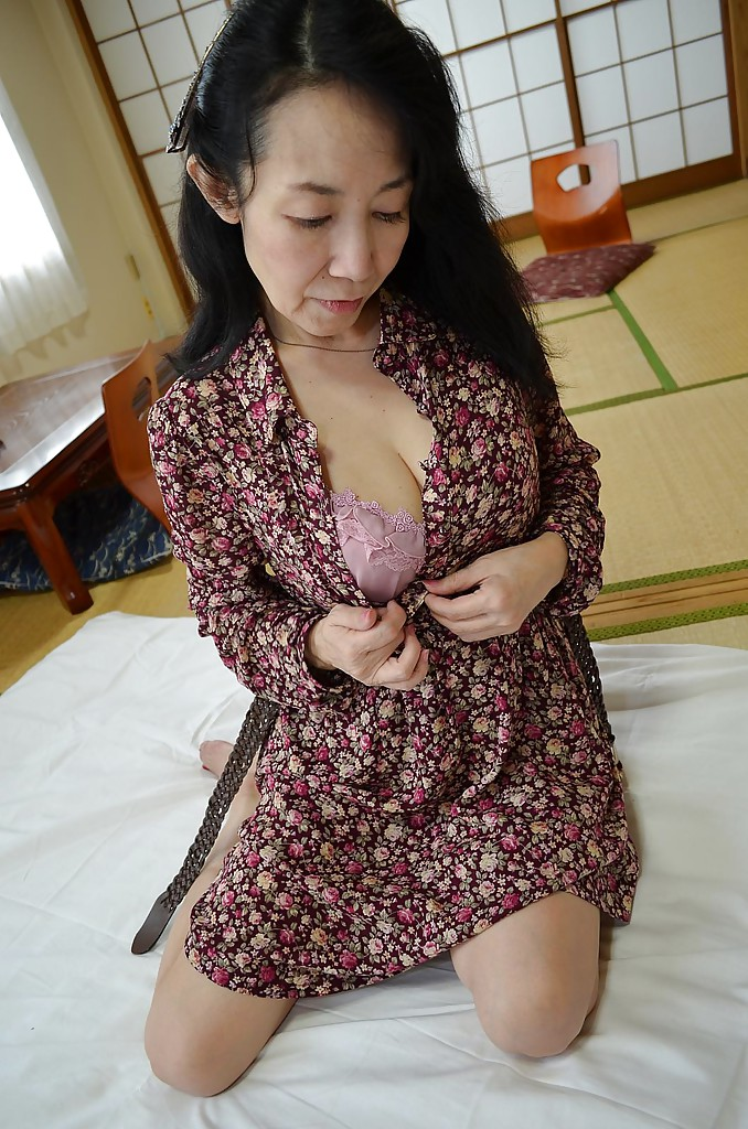 Really cute hairy asian pussy — img 8