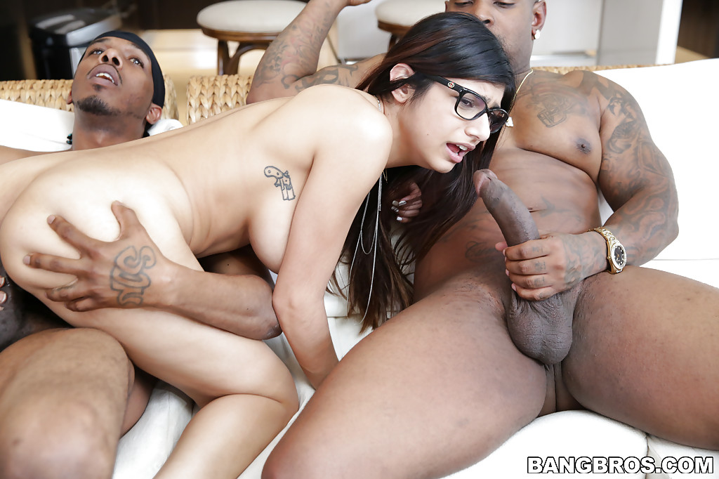 Interracial Threesome Enjoys Sucking