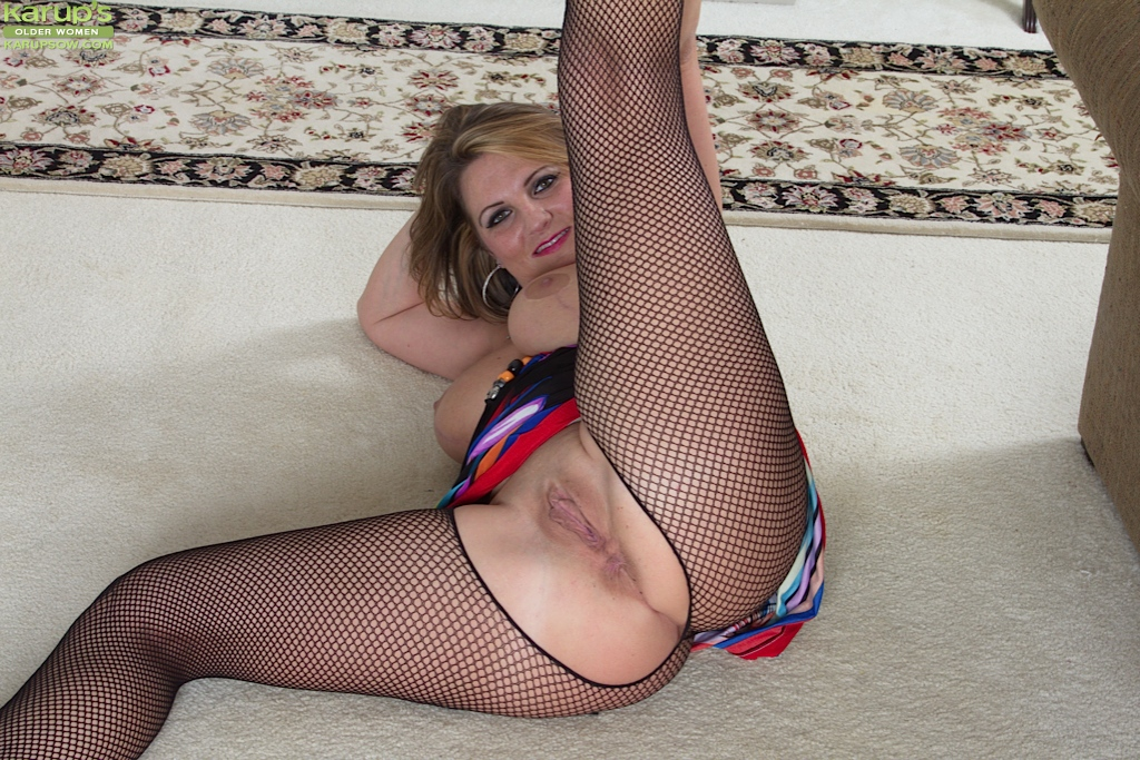 mature ladies in pantyhose pics