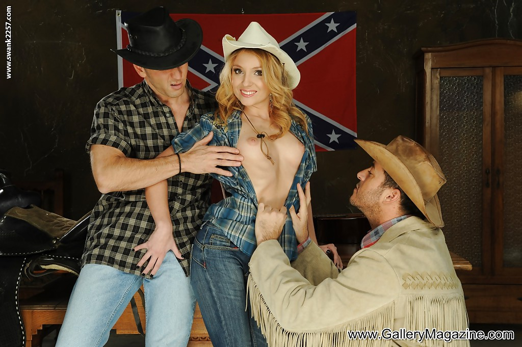 image Country threesome with two sexy blondes