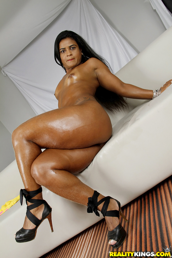 Fat Ass Porn Anna - ... Oiled Latina MILF Ana Julia posing big fat ass in high heels ...