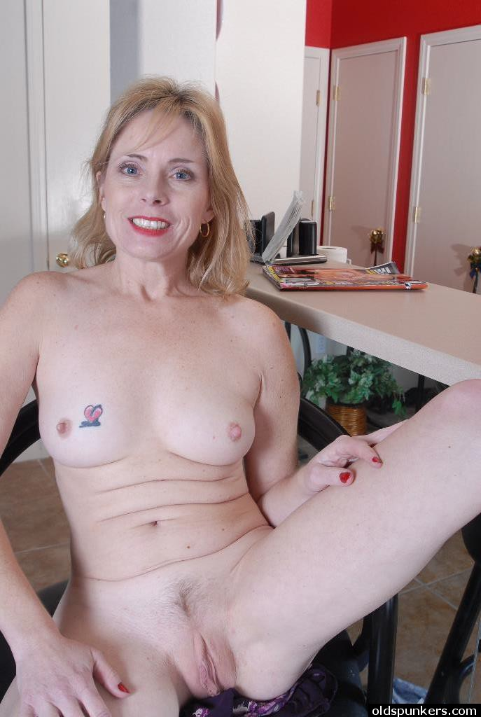 Big tits mom pandora