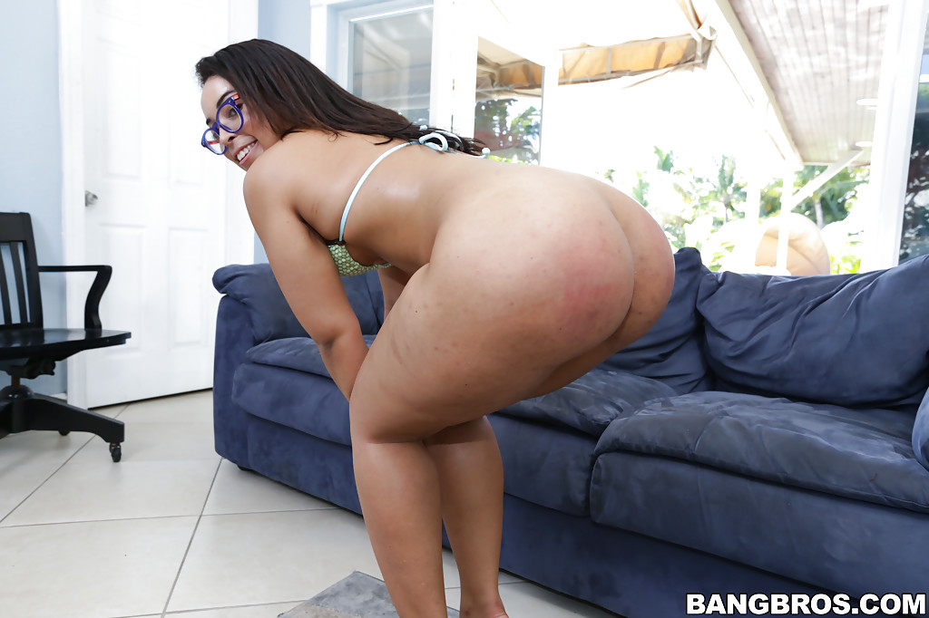 Big booty latina shakes ass amp toys on cam 2