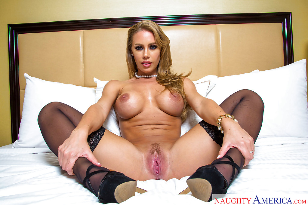 naked nicole aniston Hot