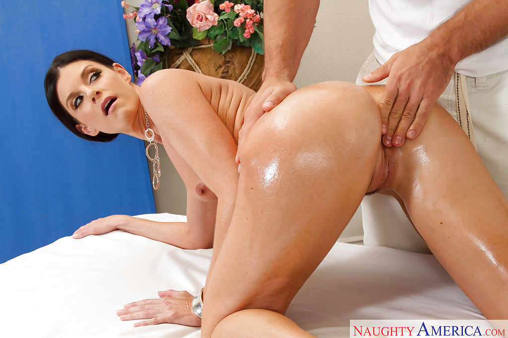 Milf gets erotic massage