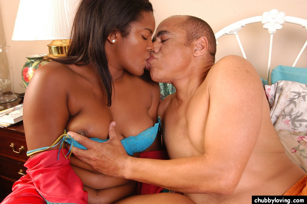 Fat Black Kissing Pornpics