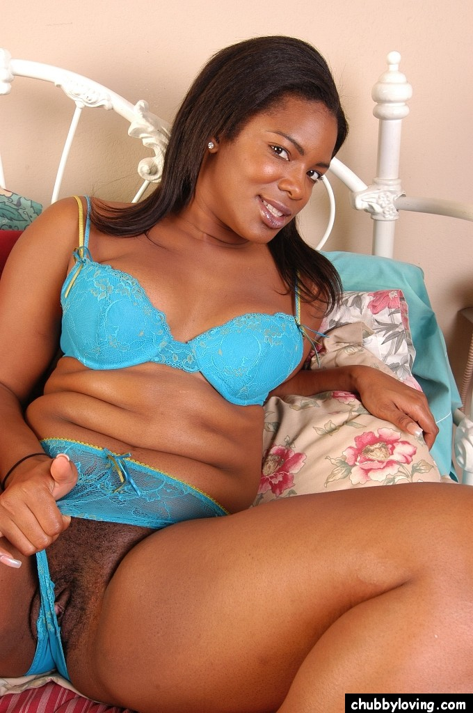 Chubby Ebony BBW Webcam Laying Back Spread