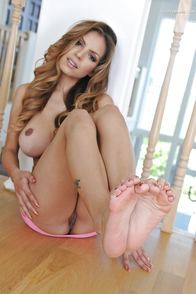 Yurizan beltran foot fetish