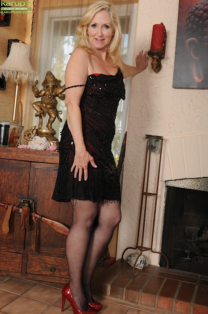 Gallery Of Mature Women In Stockings
