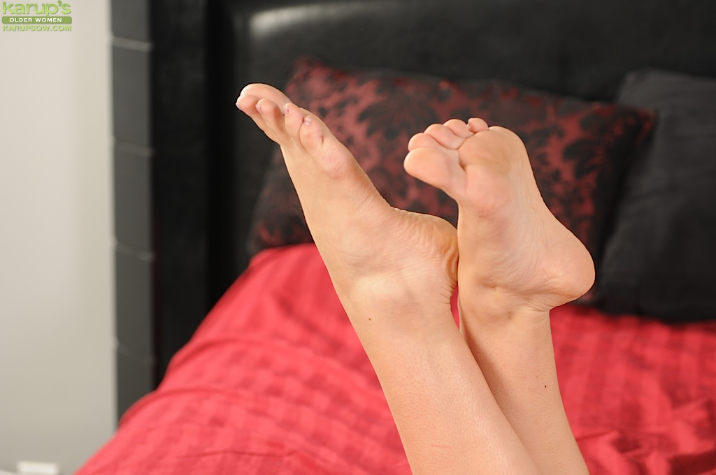 Older Latina woman Eva Estrella has pretty feet and a shaved cooter