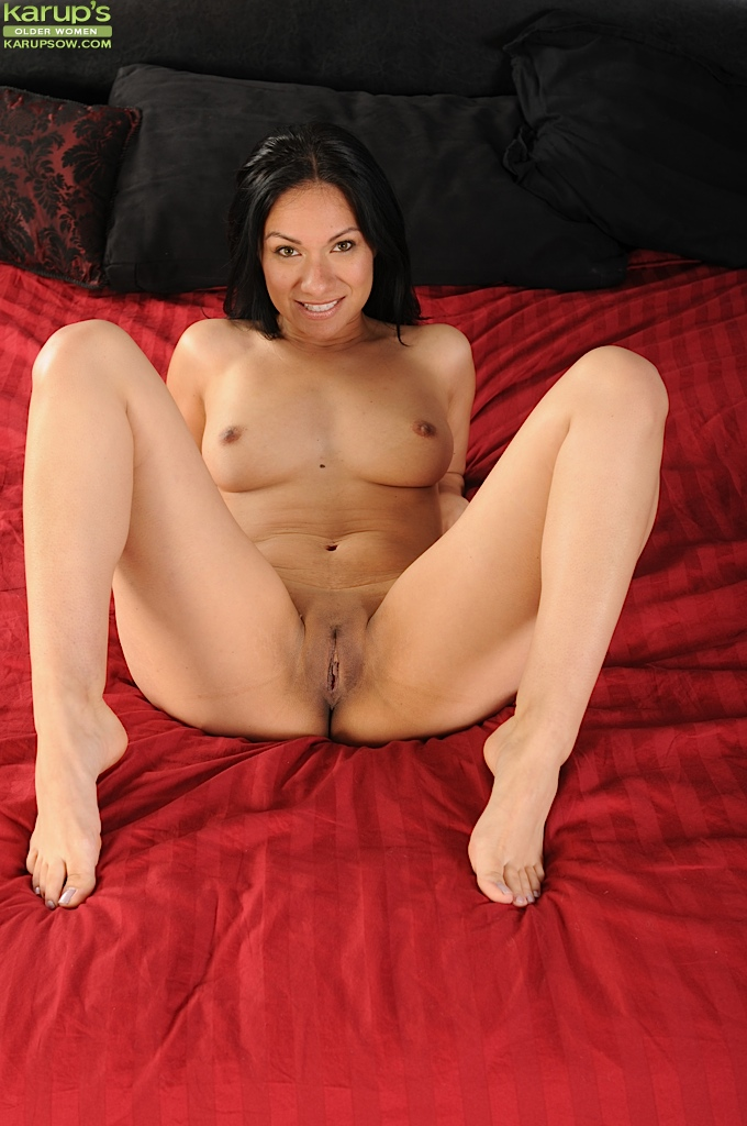naked-older-latina-women-tamil-wives
