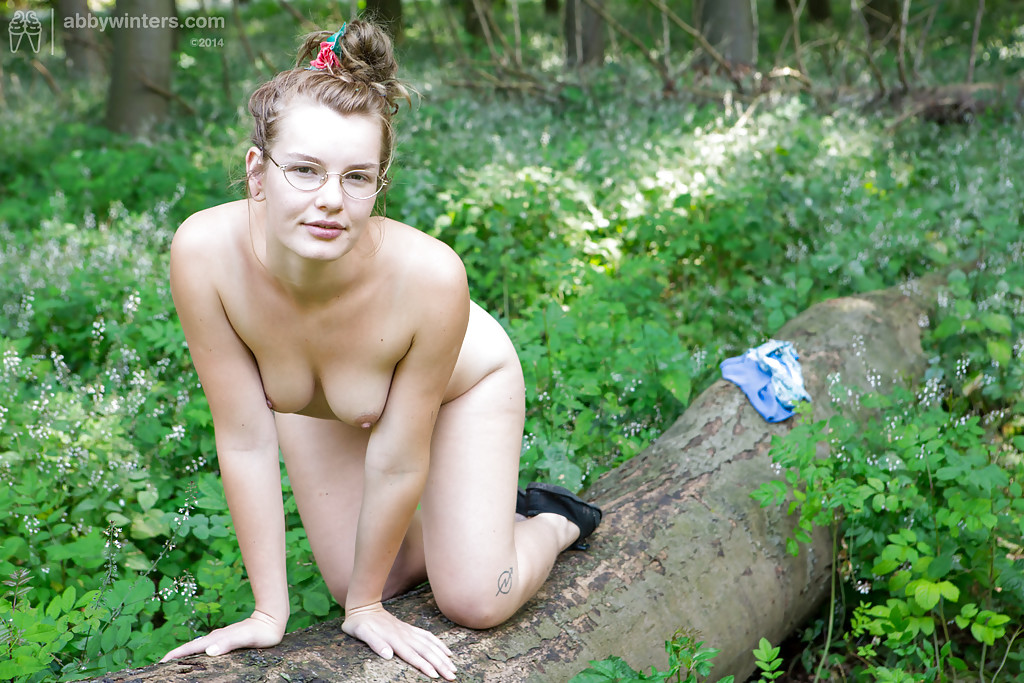 Casually nude girls masterbate in the woods can