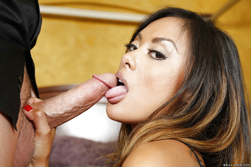 Beautyful milf gives blowjob and cim