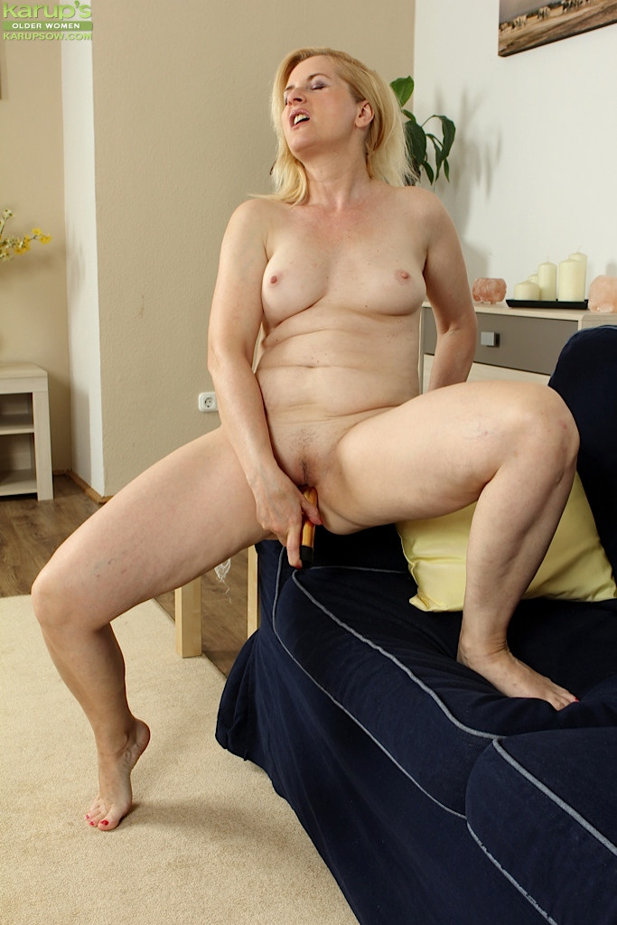 Mature women with huge dildos