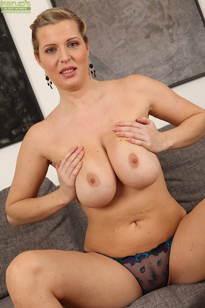 Mature women with natural breasts