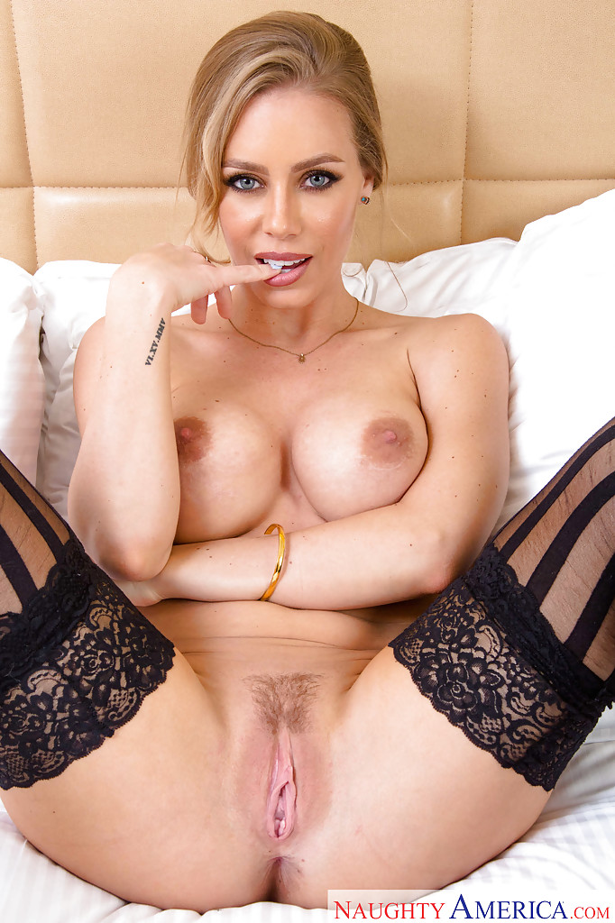 up close nicole pussy aniston