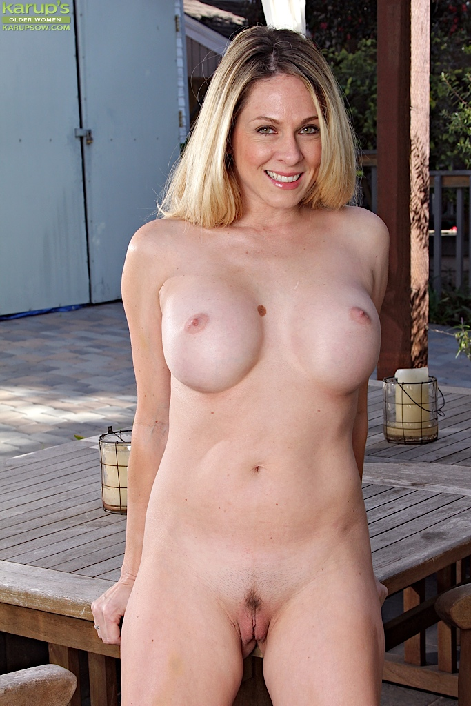 Big Boobs Milf Angela Attison Spreading Her Yummy Trimmed Pussy