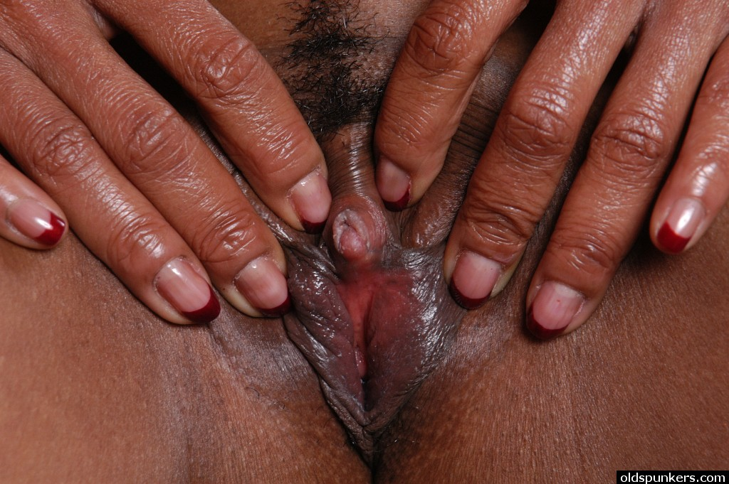BIG BLACK VAGINA LIPS