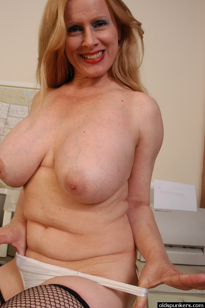 Buxom mature video