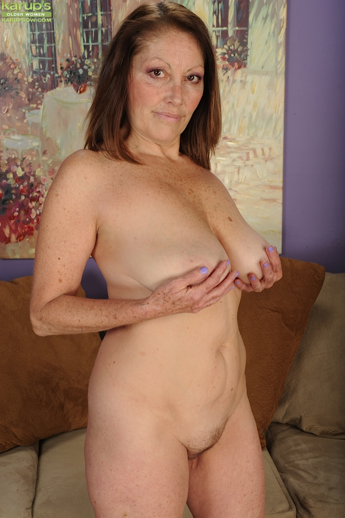 Tits Women Saggy Older