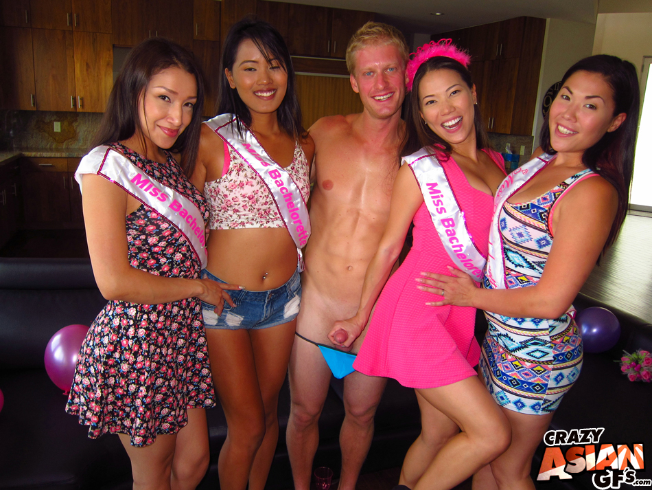 bachelorettes-suck-male-strippers-hartley