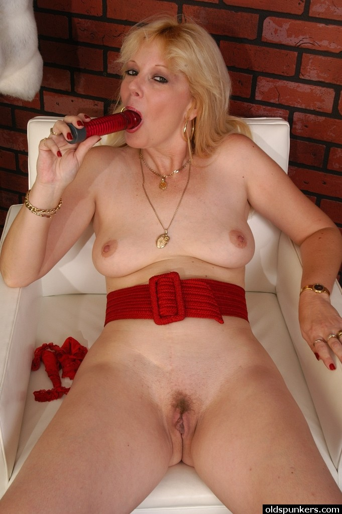 Ameature milfs with dildos