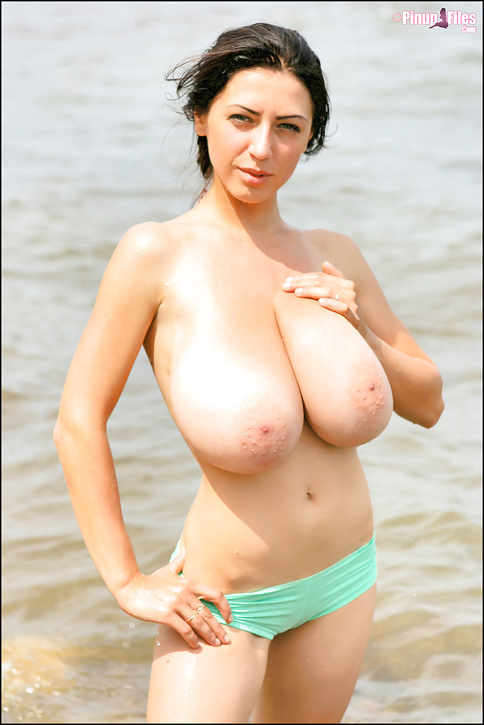 beach titts