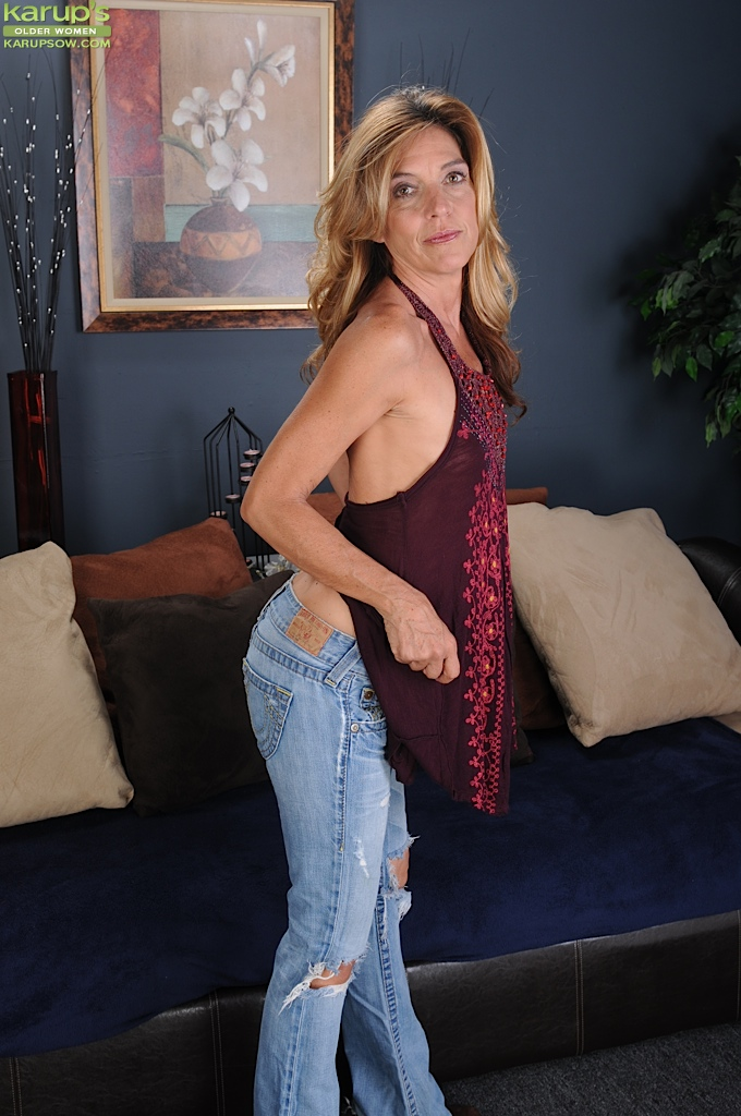 ALICIA: Milf strip galleries