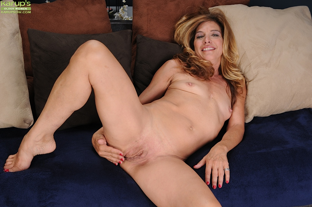 Mature feet hd