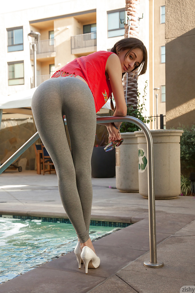 Can Hot girls on yoga pants butt naked