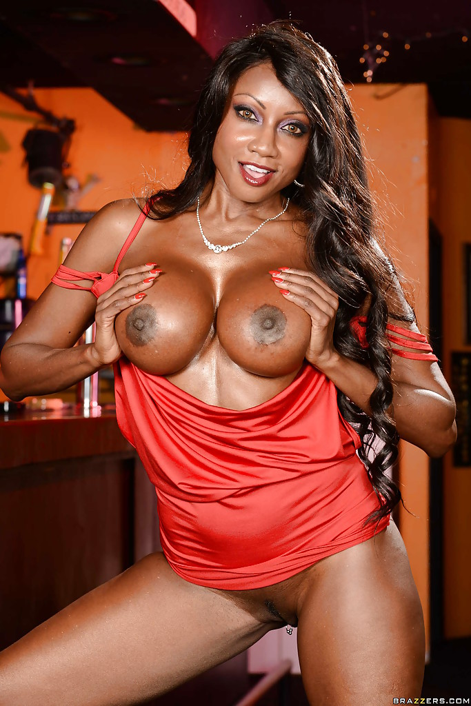 Ebony milf with outstandig body fucked