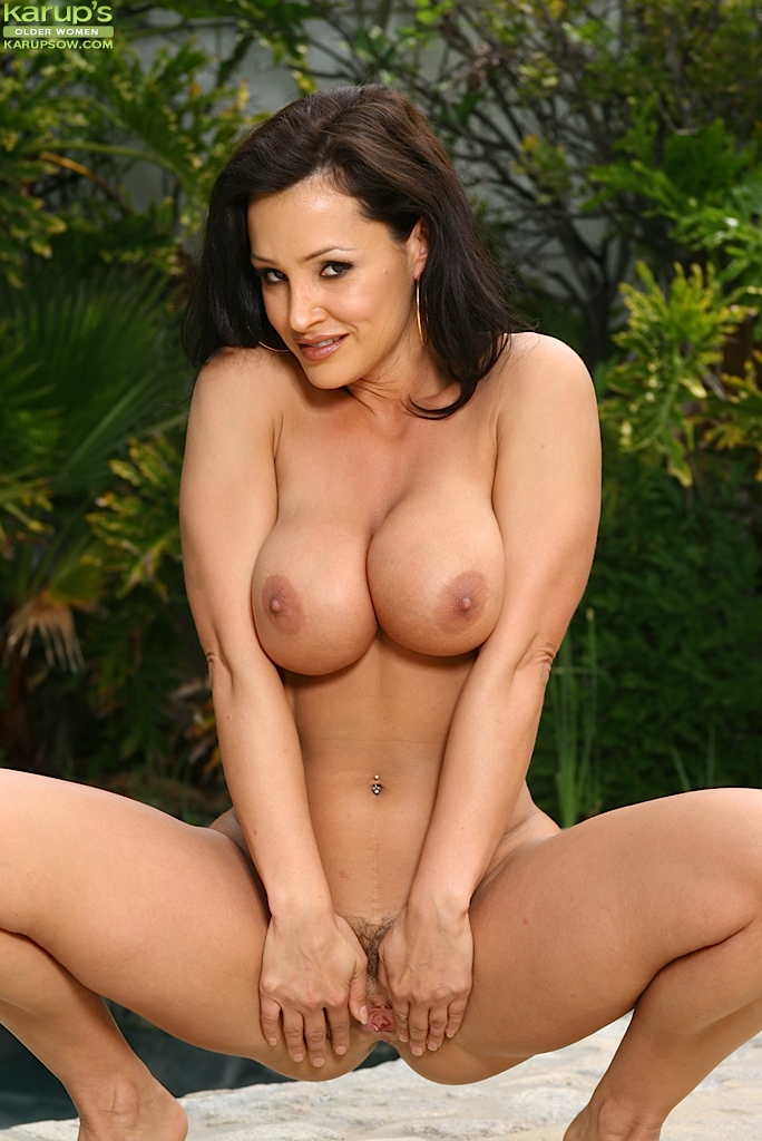 Commit error. Lisa ann bikini