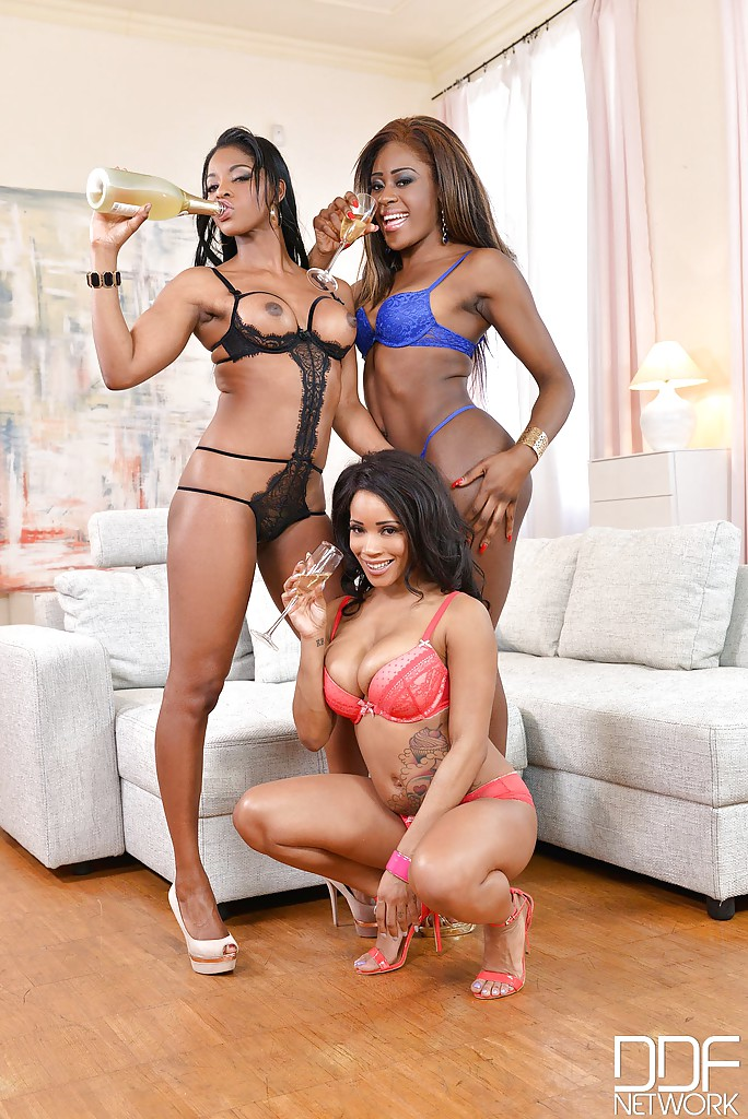 black-girls-havin-threesomes