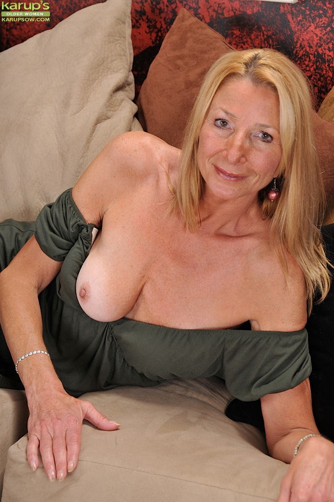 Horny middle aged women free porn