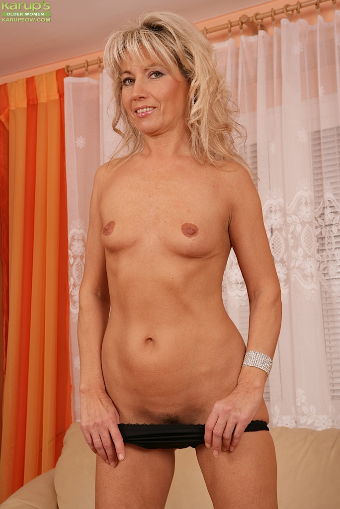 Hot mature wife dancing nude