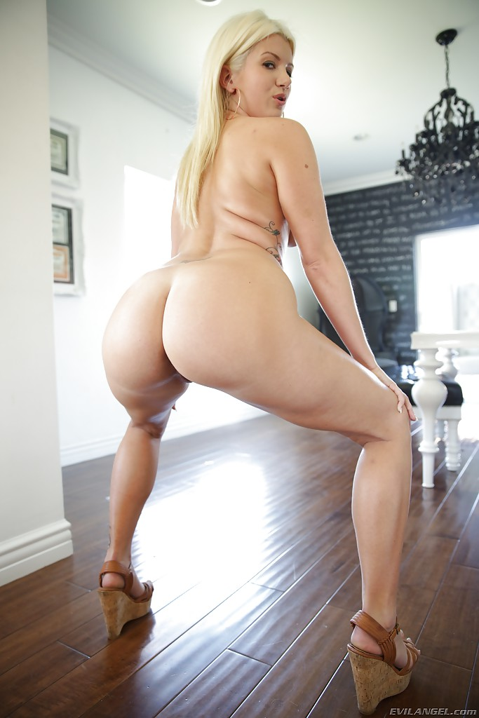 Thick ass betty cage gets taken on the casting couch - 1 part 9