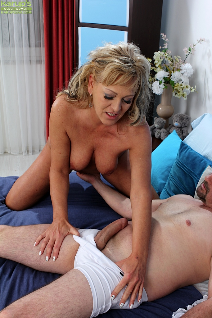Lovely Cocksucker Milf