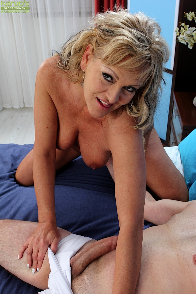 Older milfs sucking cock