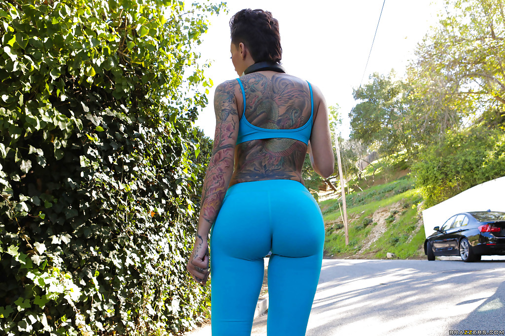 Very big ass milf in blue spandex