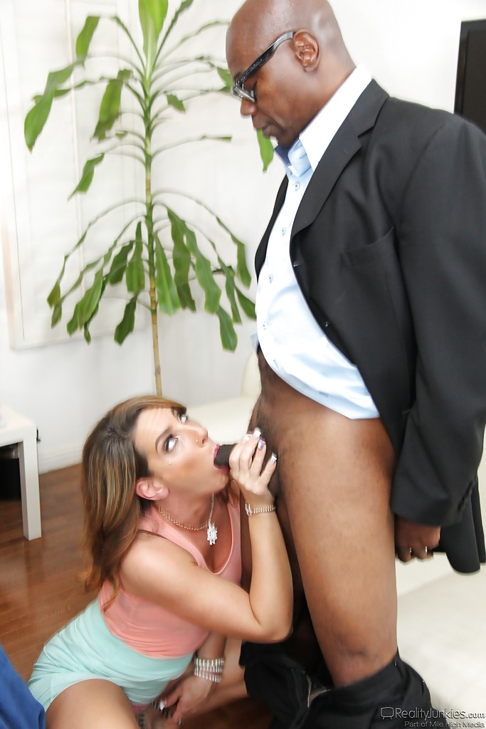 simulator-for-black-cutie-pierced-and-licking-with-spunk