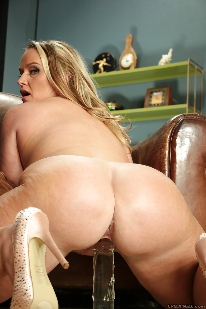 Sexy fat girl naked with legs spread have thought