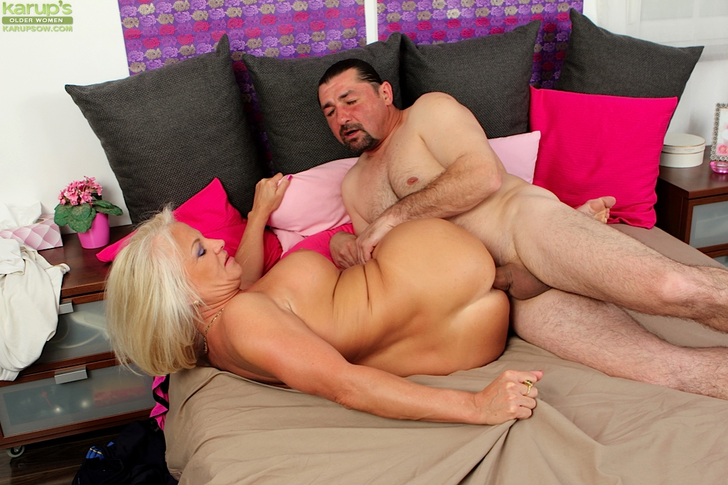 Wife cathes husband fucking sister