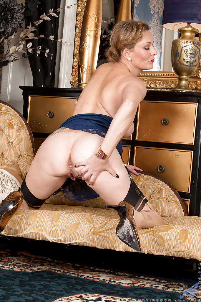 Mature milf dominatrix