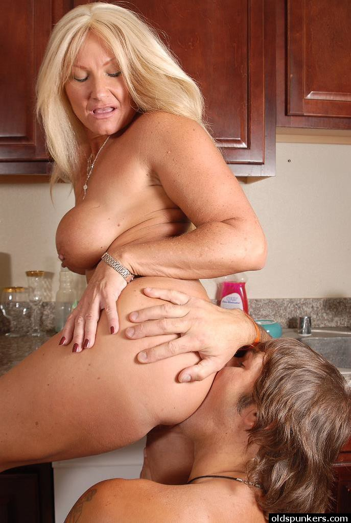 blonde ass milf