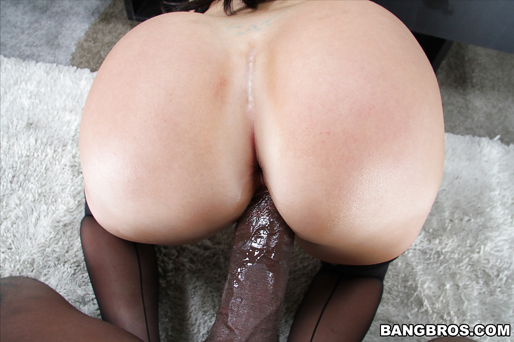 Milf taking bbc