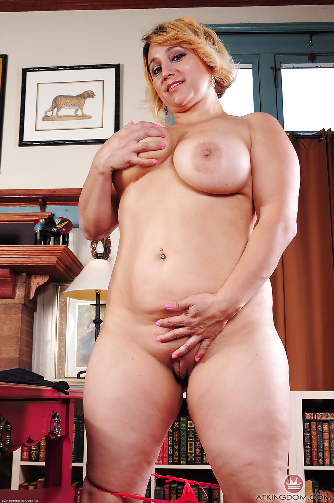 naked short fat women